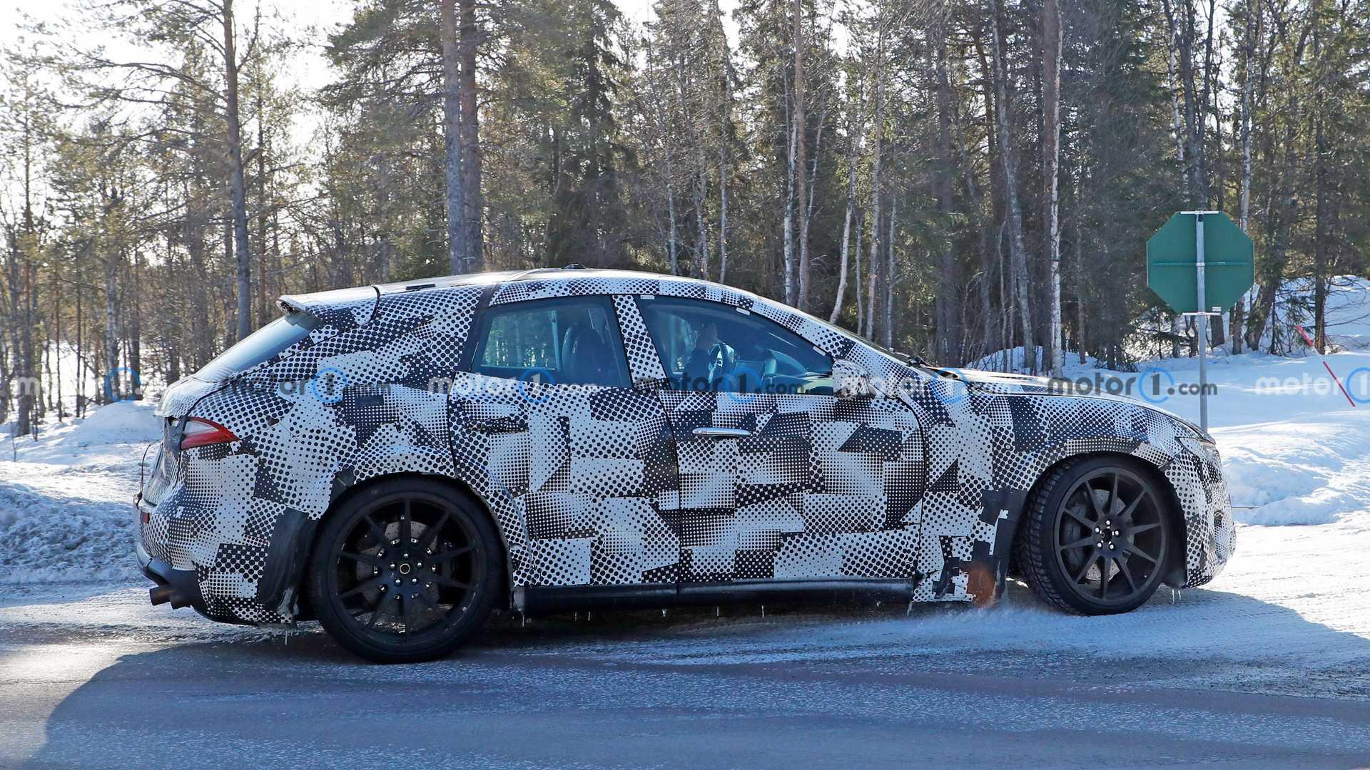 Ferrari Purosangue Mule Side View Spy Photo